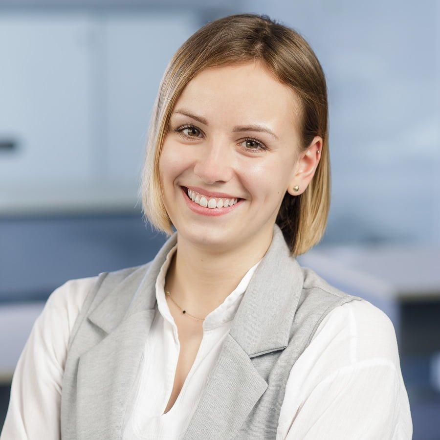 profesjonalna sesja biznesowa poznań jak się przygotować zdjęcie do cv